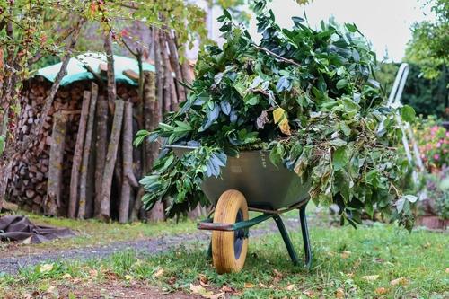 Gartenabfälle entsorgen mit Müllsäcke 120l