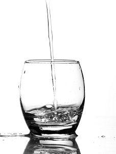 Glas entsorgen Wasserglas Abfallguru Mülltrennung